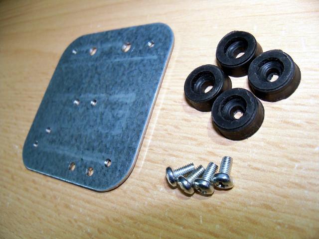 Gumowe nóżki, śruby i płytka spodnia | Pedał sustain DIY