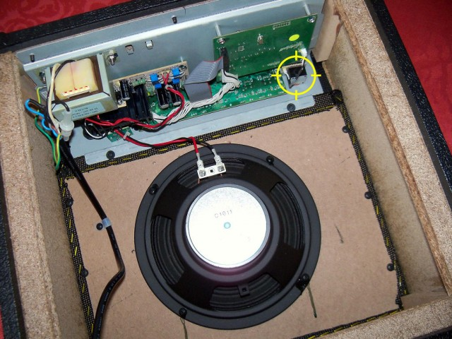 zamontowane gniazdko gitary elektrycznej