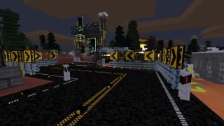 Tablice kierunkowe, markery aktywne i slupki prowadzące, a w tle światła uliczne dla pieszych i pojazdów